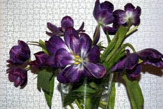 Image of completed jigsaw vase of purple flowers featured image